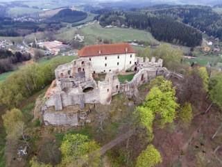 Zřícenina hradu Pecka