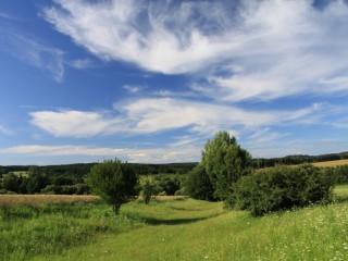 Krajina v okolí kempu Pecka